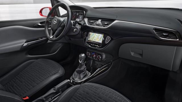 Das Cockpit des Opel Corsa E.