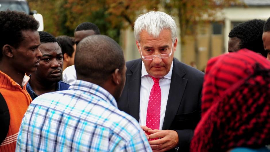 Ludwig Spaenle besucht Flüchtlingsunterkunft in der Bayernkaserne in München, 2014