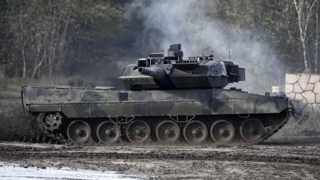 Von Der Leyen Visits Bundeswehr Exercises Amidst Procurement Debacle