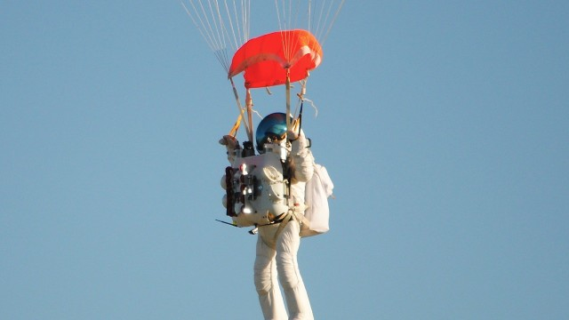 Google exec makes record skydive from edge of space