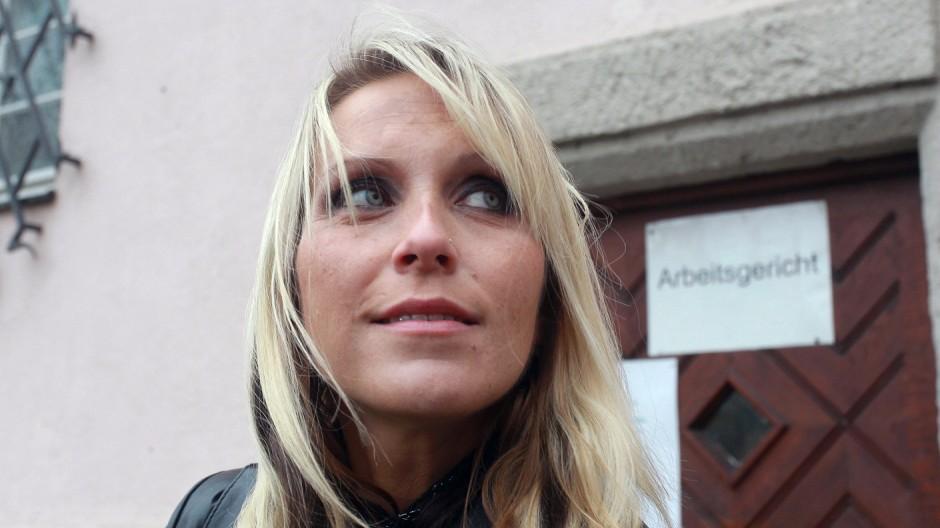 Die Erzieherin mit dem Kuenstlernamen Julia Pink steht am Mittwoch 22 10 14 nach der Verhandlung v