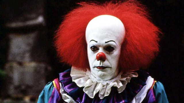 Tim Curry ES das Boese in der Gestalt des Clowns Pennywise Tim Curry terrorisiert eine Kleinstad
