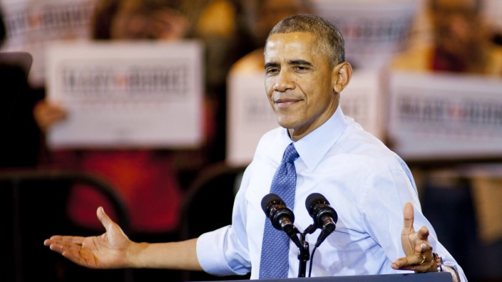 President Obama Campaigns For Mary Burke In Wisconsin
