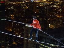 Nik Wallenda erobert erfolgreich die Dächer Chicagos