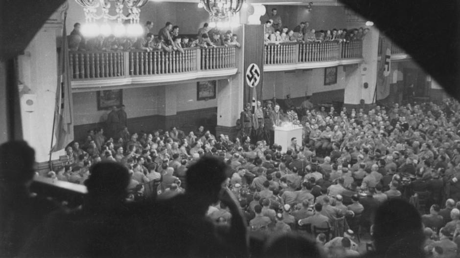 Adolf Hitler spricht im Bürgerbräukeller am 08.11.1939