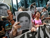 Student protest in front of Mexican General Attorney headquarters