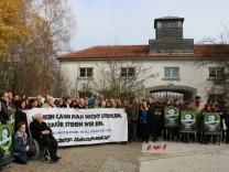 Demonstration nach Diebstahl der Eingangtür zur KZ-Gedenkstätte Dachau
