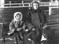 Mutter mit Kind auf Ellis Island