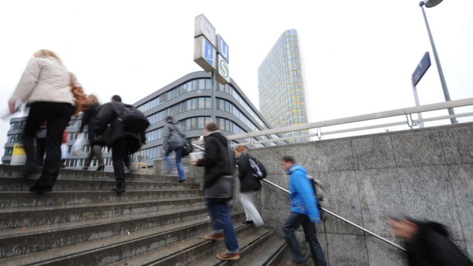 Treppe am U- und S-Bahnhof Heimeranplatz in München, 2012