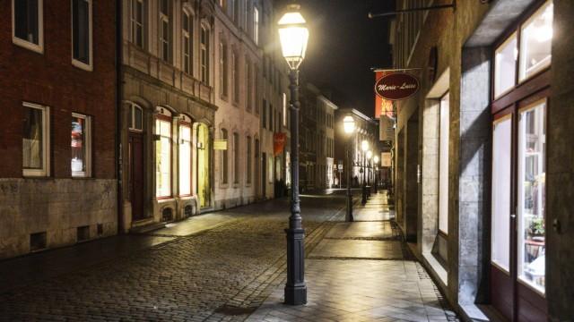 Nachtaufnahme in einer Straße in Aachen 2014 Nachtaufnahme in einer Straße in Aachen