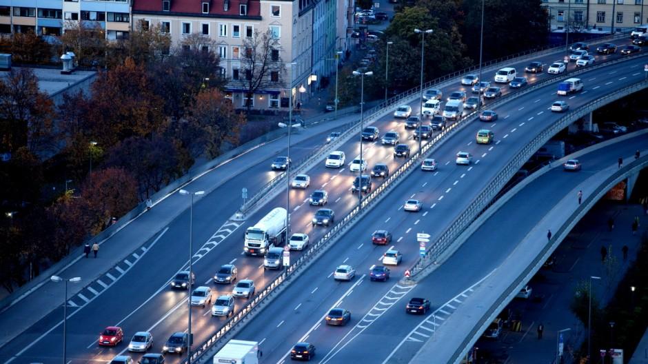 Verkehr auf der Donnersbergerbrücke in München, 2014