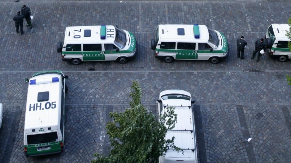 Polizei und Bundesanwaltschaft durchsuchen 'Rote Flora'