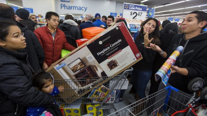 Black Friday Shoppers Line Up on Thanksgiving Day