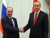 Russian President Putin visits Turkey