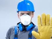 bauarbeiter mit atemschutz; iStock