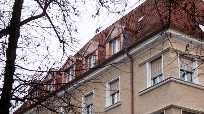 Der Blick auf ein Mietshaus in Schwabing.