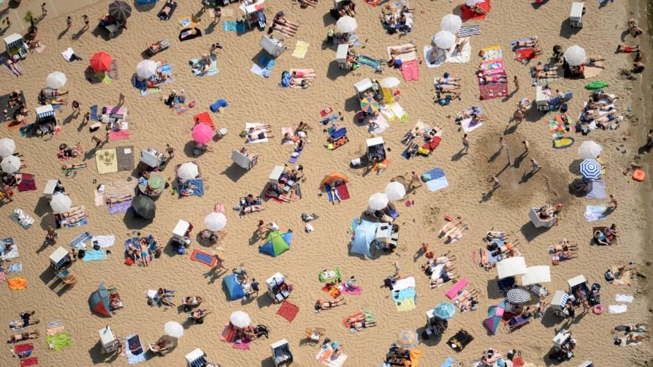Heißer Sommertag im Strandbad Wannsee in Berlin