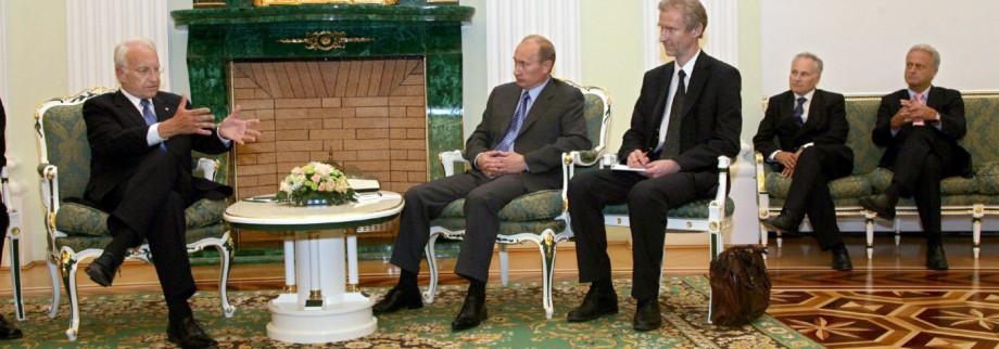 Edmund Stoiber trifft Wladimir Putin in Moskau