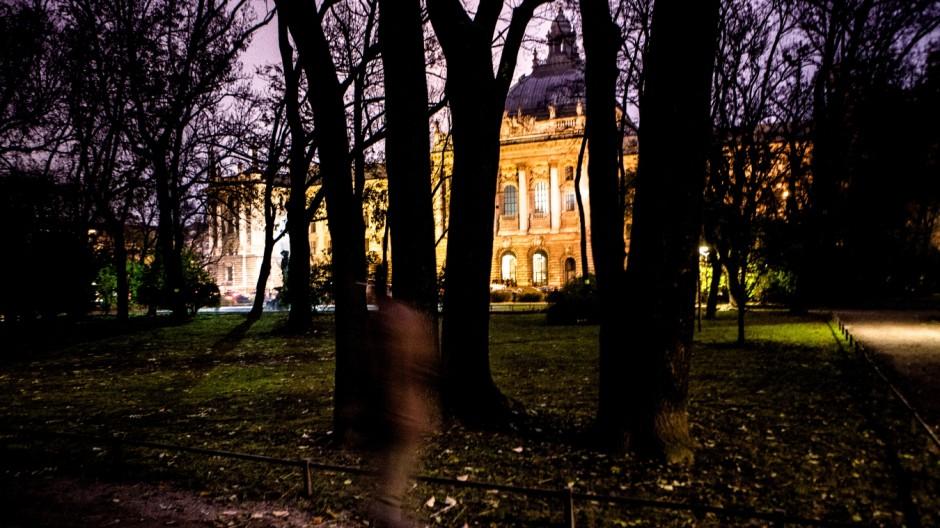 Schmuckfoto München City: Justizpalast gesehen vom alten Botanischen Garten aus.