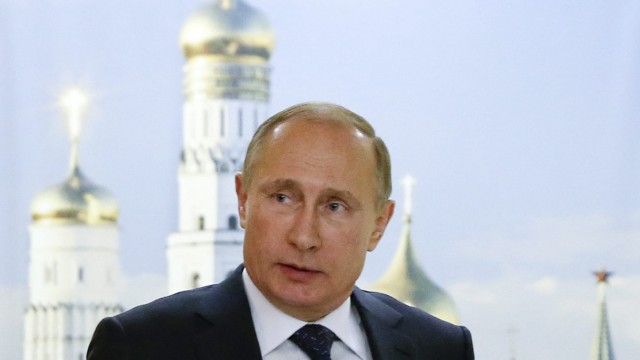 Russian President Vladimir Putin meets with his French counterpar