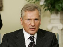 Polish President Kwasniewski speaks to press in Oval Office in Washington