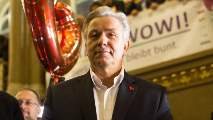 Klaus Wowereit Receives Farewell From Gay And Lesbian Association