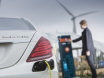 Mercedes S 500 Plug-In-Hybrid beim Laden