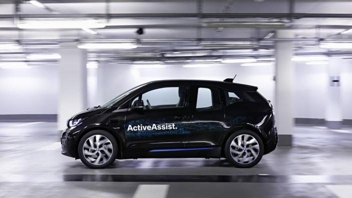 BMW i3 parkt selbstständig ein