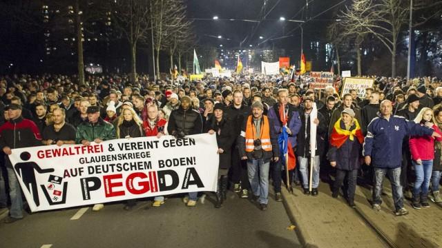 Pegida-Demonstranten am 15. Dezember 2014 in Dresden