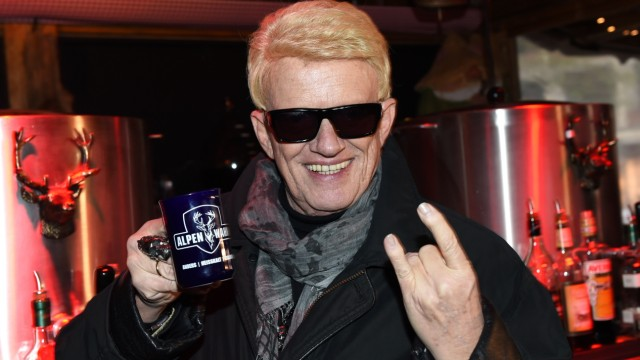 Heino Serves Mulled Wine For Charity