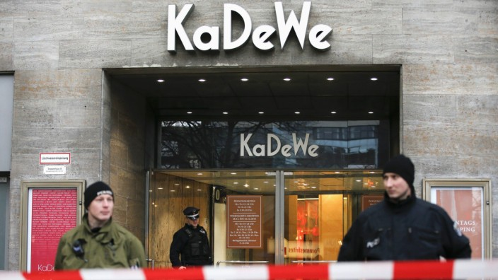 Policemen guard an entrance of the luxury KaDeWe department store after a heist in Berlin