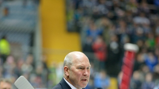 Don Jackson Trainer EHC Red Bull Muenchen Auszeit Anweisungen EHC Red Bull Muenchen vs Duessel