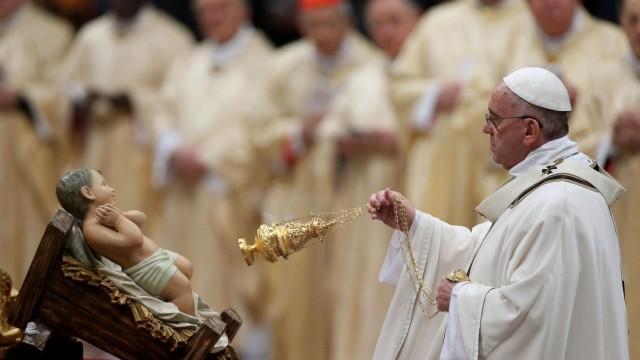 Pope's midnight Christmas Mass