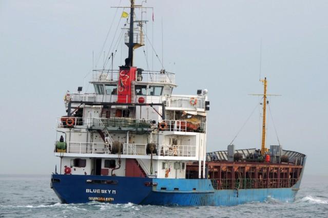 Frachtschiff mit Hunderten Migranten nahe Korfu in Seenot