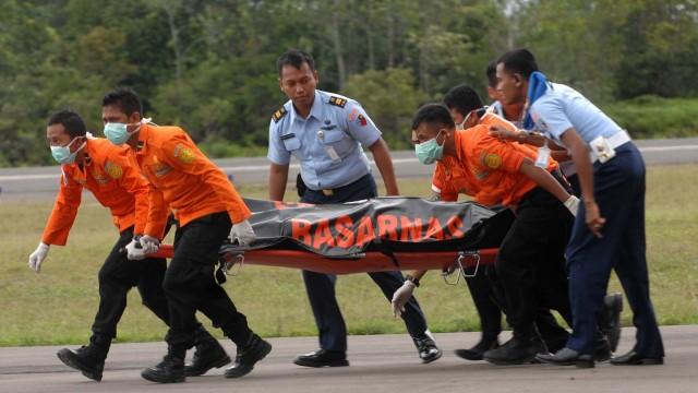Abgestürzte Air-Asia-Maschine Wellengang erschwert Bergung von Opfern
