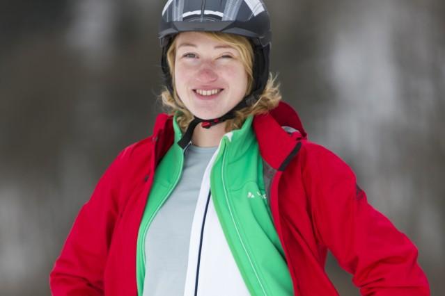 Eine wind- und wetterfeste Jacke, darunter ein Fleecepulli und ein Funktionshemd, das reicht schon, um sich bei Kälte auf dem Rad wohlzufühlen. Nicht zu vergessen die Mütze unterm Helm natürlich. ; Radl-Ausstattung für den Winter