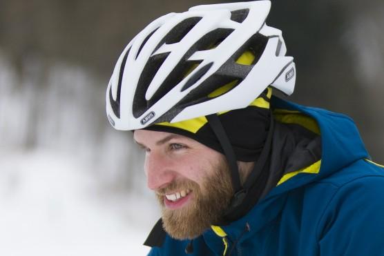 Wind- und wasserdichte Kleidung ist beim Biken im Winter das A und O. Für Wärme sorgt der Radsportler schon selbst, nur das Auskühlen muss verhindert werden. ; radl-Ausstattung für den winter