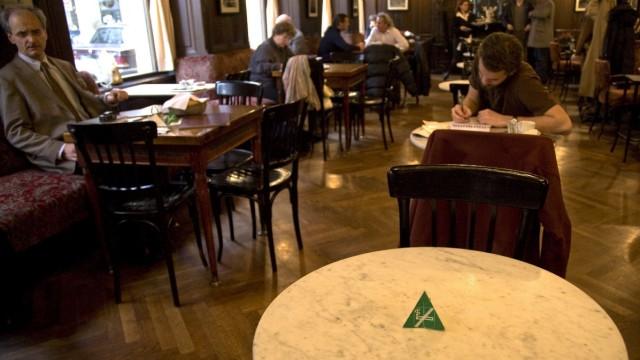 Im Cafe Sperl haben Nichtraucher ihre Plätze
