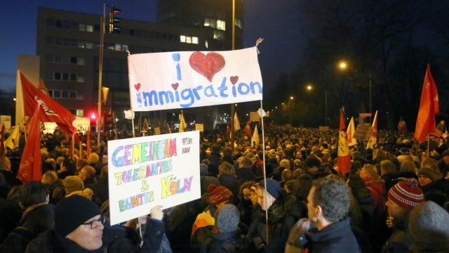 Protest gegen Pegida Demonstration in Köln