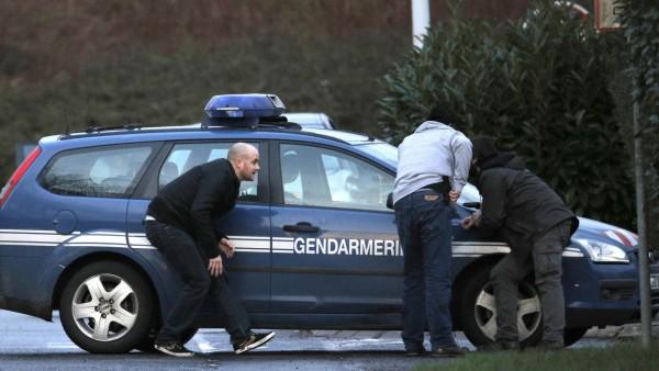 Polizisten in Dammartin-en-Goele in Paris