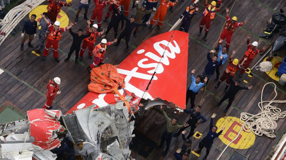 Crashed AirAsia plane tail section lifted