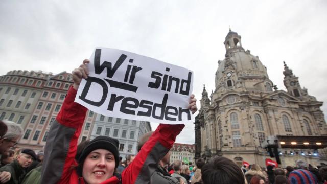 Rund 35 000 Menschen haben am Samstag 10 01 2015 in Dresden für Weltoffenheit und Toleranz demonst