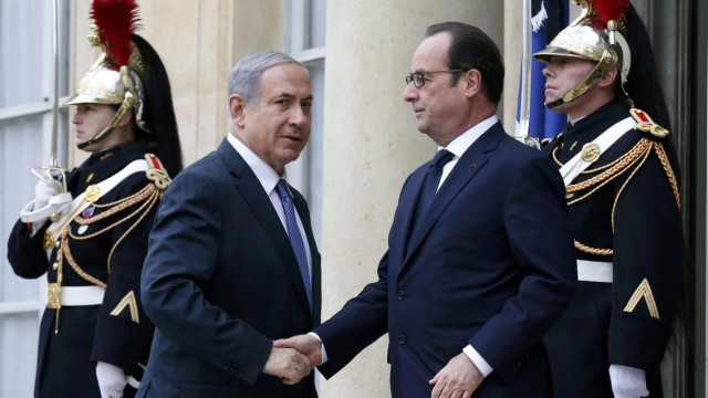 French President Francois Hollande welcomes Israel's Prime Minister Benjamin Netanyahu at the Elysee Palace before attending a solidarity march in the streets of Paris