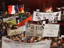 Pegida Marchers Commemorate Paris Terror Victims