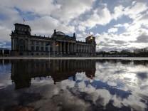 Seenlandschaft vor dem Reichstag