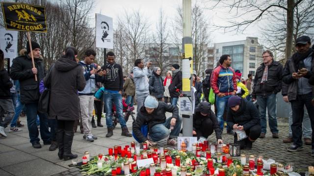 Khaled I. Trauer um getöteten Asylbewerber
