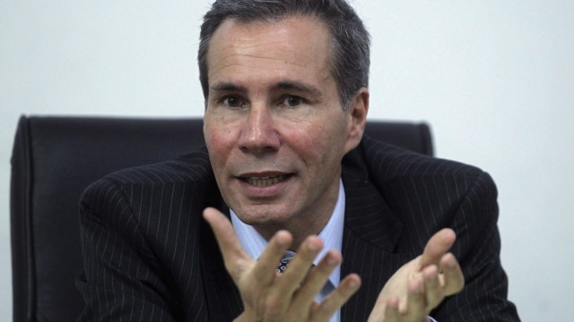 File photo of Argentine prosecutor Nisman, who is investigating the 1994 car-bomb attack on a Jewish community center, speaking in Buenos Aires