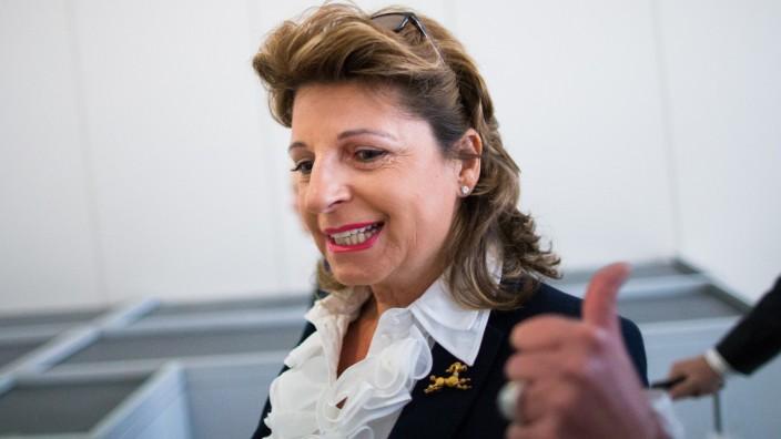 Babette Albrecht als Zeugin im Betrugsprozess gegen den Kunstberater Helge Achenbach vor dem Landgericht Essen