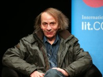 Michel Houellebecq stellt seinen Roman 'Unterwerfung' vor.