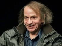 Der franzoesische Schriftsteller Michel Houellebecq 56 hat am Montagabend 19 01 15 im Depot1 des